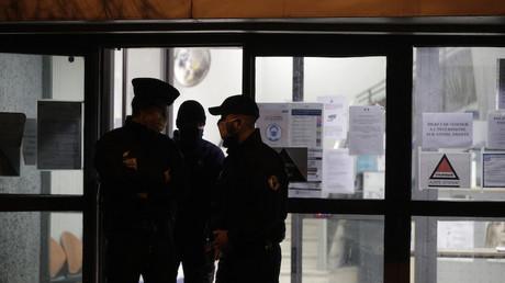 Des policiers dans le commissariat de Poissy le 15 février 2021 (image d'iilustration).