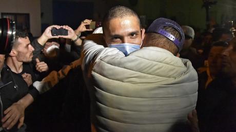 Le journaliste algérien Khaled Drareni à sa sortie de prison, le 19février 2021 à Alger.
