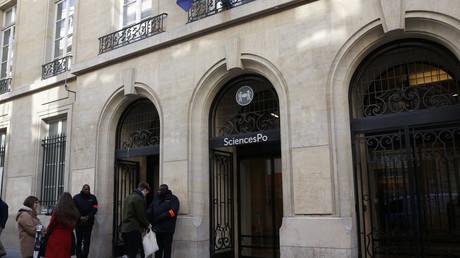 L'entrée du bâtiment historique de Sciences Po, rue Saint-Guillaume, à Paris, le 15 mars 2016.