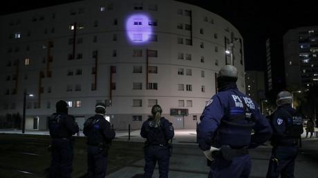 La police municipale patrouille à Nice (Alpes-Maritimes) lors du premier confinement, le 8avril 2020 (image d'illustration).