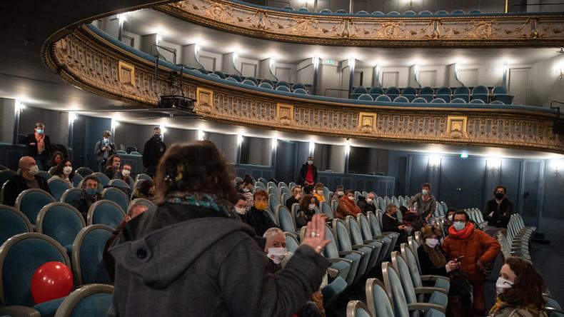 Covid-19 : le monde du spectacle poursuit la mobilisation avec l'occupation de l'Odéon