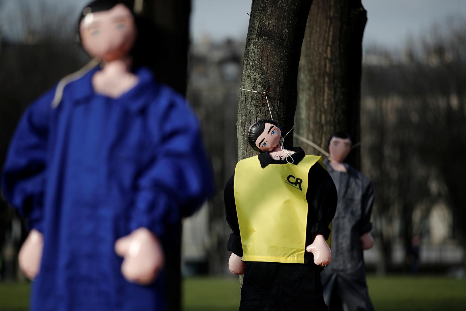 A Paris, 70 agriculteurs mettent le genou à terre pour alerter sur les suicides et les faillites