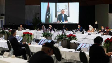 Le 3 février 2021, le candidat Abdel Hamid Dbeibah s'exprime par visioconférence dans le cadre du Forum de discussion politique libyen (FDPL).