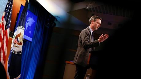 Le porte-parole du département d'État américain Ned Price tient un point de presse au département d'État à Washington, le 1er mars.
