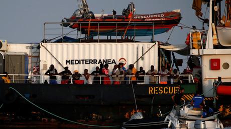 Un bateau de l'ONG Mediterranea Saving Humans au large de Lampedusa (Italie) en mer Méditerranée.