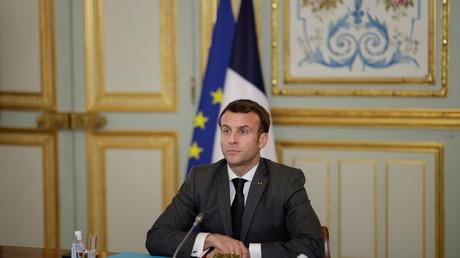 Emmanuel Macron durant un conseil de défense sanitaire à l'Elysée le 3 mars 2021.
