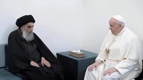 Le pape François lors de sa rencontre avec le grand ayatollah Ali al-Sistani à Nadjaf (Irak), le 6mars 2021.