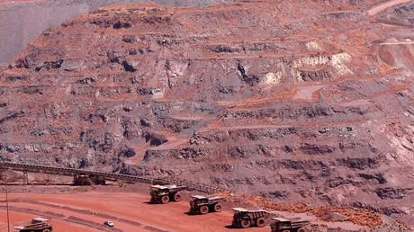 Des camions dans l'une des plus grandes mines de fer du monde à Khathu, en Afrique du sud (image d'illustration).