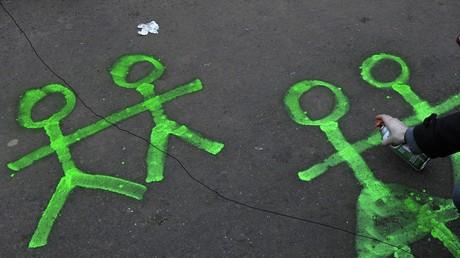 La question du genre et du sexe se pose aussi pour les enfants (image d'illustration).