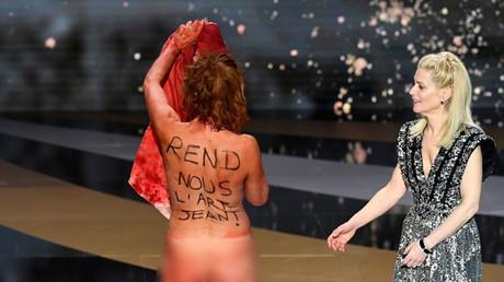 Photo floutée de l'actrice Corinne Masiero nue pour soutenir les intermittents du spectacle, lors de la 46ecérémonie des César à Paris, le 12 mars 2021.