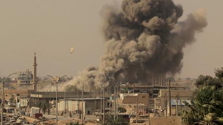 De la fumée s'élève de Raqqa, en août 2017 (image d'illustration).