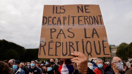 Une pancarte lors d'une marche en hommage au professeur Samuel Paty, le 18 octobre 2020 à Lille (photo d'illustration).