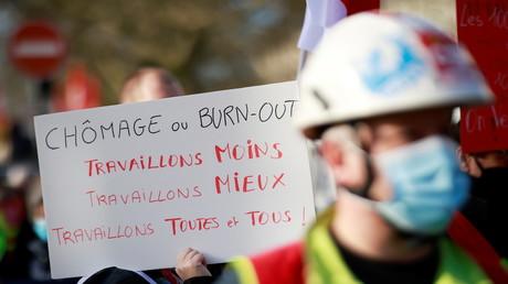 Des syndicalistes de la CGT et des salariés à Nantes dans le cadre d'une journée nationale de grèves et de manifestations contre les licenciements et les politiques économiques et sociales du gouvernement face à l'épidémie de coronavirus (COVID-19) en France, le 4 février 2021 (illustration).