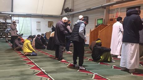 Plusieurs fidèles prient dans la grande Moquée de Pantin le 20 octobre 2020.