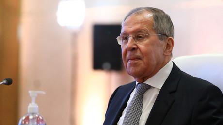 Le ministre russe des Affaires étrangères, Sergueï Lavrov, avant une réunion avec le ministre des Affaires étrangères du Qatar, Mohammed bin Abdulrahman, à Doha, le 11 mars 2021.