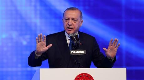 Le président turc Recep Tayyip Erdogan s'exprimant lors d'un meeting à Istanbul, le 12 mars 2021.