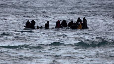 Des migrants traversent la mer Egée entre la Turquie et la Grèce sur un bateau pneumatique, le 29février 2020 (image d'illustration).