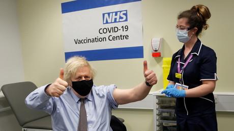 Le Premier ministre britannique Boris Johnson après avoir reçu la première injection du vaccin AstraZeneca, à Londres, le 19mars 2021 (image d'illustration).