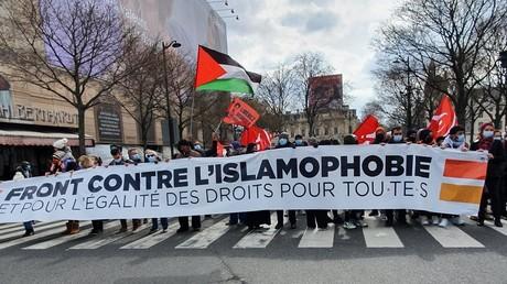 Manifestation contre l'islamophobie et le projet de loi sur le séparatisme, le 21 mars 2021 à Paris.