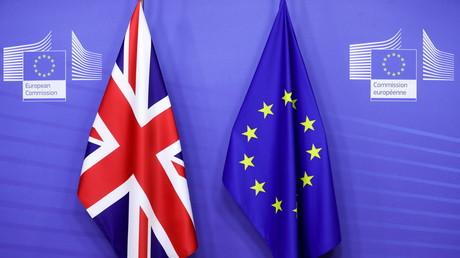 Le drapeau britannique et celui de l'UE à Bruxelles le 9 décembre 2020 (image d'illustration).