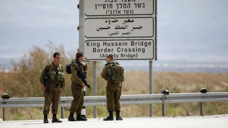 Des soldats israéliens gardent l'entrée du pont d'Allenby le 10 mars 2014 (image d'illustration).