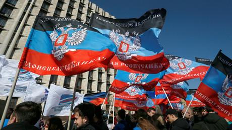 Drapeaux de la république autoproclamée de Donetsk