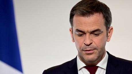 Olivier Véran anime une conférence de presse sur la stratégie adoptée par la France pour endiguer la pandémie de Covid-19, le 18 mars 2021.