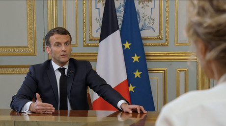 Emmanuel Macron donne une interview à France 5 dont la diffusion est intervenue le 23 mars 2021.