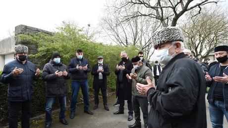 Rassemblement de la communauté tchétchène à Rennes (Ille-et-Vilaine) sur le lieu du meurtre ce 27 mars 2021