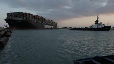 Le navire Ever Given, l'un des plus grands porte-conteneurs du monde, dans le canal de Suez, en Égypte, le 28 mars 2021.