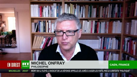 Le philosophe et écrivain Michel Onfray, cofondateur  avec le producteur Stéphane Simon de la revue Front populaire, s'exprime sur RT France le 29 mars.