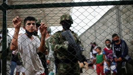 Un soldat colombien patrouille dans un camp temporaire installé pour abriter des réfugiés vénézuéliens, à Arauquita, Colombie, le 28 mars 2021 (image d'illustration).