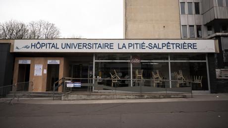 Une entrée de l'hôpital La Pitié-Salpétrière à Paris.