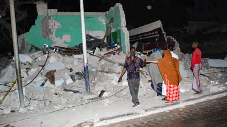 Des bâtiments détruits après un attentat à la voiture piégée survenue le 5 mars 2021 à Mogadiscio (Somalie). Dix personnes ont été tuées (image d'illustration).