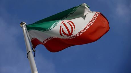 Le drapeau iranien flotte devant le siège de l'Agence internationale à l'énergie atomique (AIEA), le 1er mars 2021.