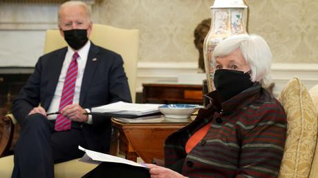 Le président américain Joe Biden (à g.) en réunion avec la secrétaire au Trésor Janet Yellen à la Maison Blanche à Washington le 29 janvier 2021 (illustration).