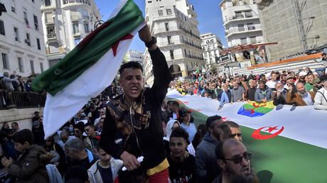 Des manifestants algériens du Hirak descendent dans les rues d'Alger le 26 mars 2021 (image d'illustration).