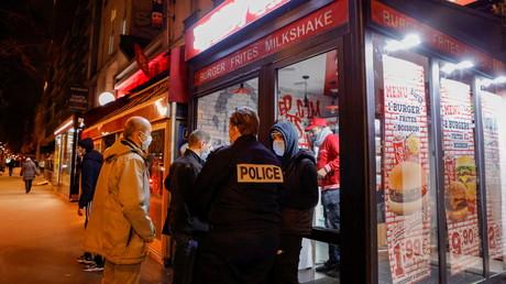 La police française patrouille des les rues de Paris pour faire respecter le couvre-feu le 5 février 2021 (image d'illustration).