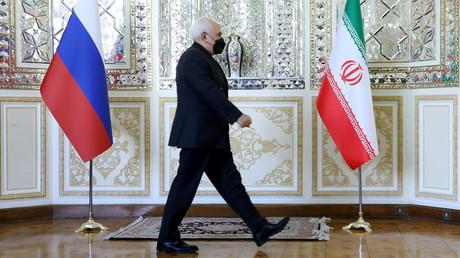 Le ministre iranien des Affaires étrangères, Mohammad Djavad Zarif, lors de son point presse avec son homologue russe Sergueï Lavrov, le 13 avril 2021 à Téhéran.