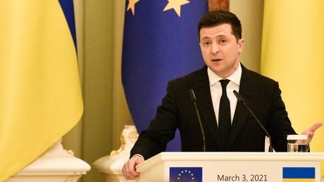 Le président ukrainien Volodymyr Zelensky s'exprime lors d'une conférence de presse après le président du Conseil européen Charles Michel à Kiev, Ukraine, le 3 avril 2021 (image d'illustration).