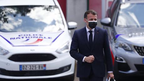 Emmanuel Macron en visite auprès des policiers de Montpellier le 19 avril.