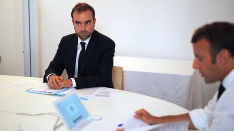 Le ministre des DOM-TOM Sébastien Lecornu au fort de Bregançon avec le président Emmanuel Macron, le 11 août 2020 (image d'illustration).