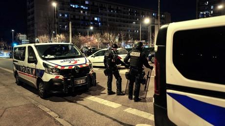 Des policiers en mission de sécurisation à Bron (Rhône), mars 2021 (image d'illustration).
