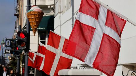 Des drapeaux danois dans une rue de Copenhague (image d'illustration).