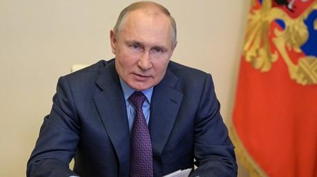 Le président russe Vladimir Poutine assiste à une réunion conjointe du présidium du Conseil d'Etat et de l'Agence pour les initiatives stratégiques à Moscou, le 15 avril 2021.