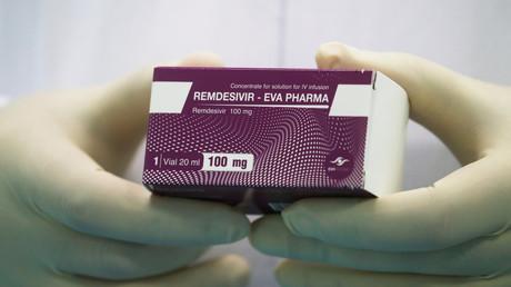 Un laborantin avec le médicament Remdesivir au Caire, en Égypte, le 25 juin 2020 (image d'illustration).
