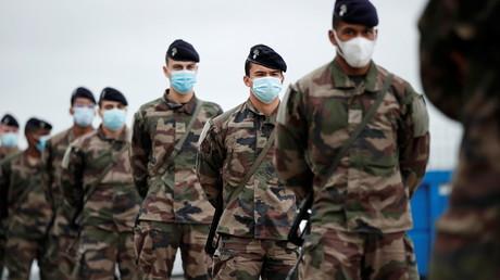 Des soldats de l'armée de terre française dans une zone de transit militaire, à Brétigny-sur-Orge, le 1er novembre 2020 (image d'illustration).