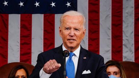 Le président américain Joe Biden s'adresse au Congrès à Washington, le 28 avril 2021.