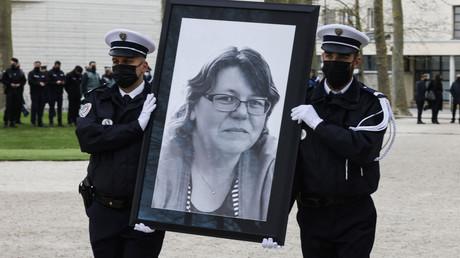 Portrait de Stéphanie Monfermé à Rambouillet le 30 avril 2021 lors de l'hommage qui lui est rendu, avec remise de légion d'honneur à titre posthume par Jean Castex.