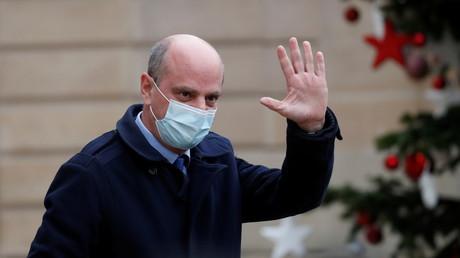 Le ministre de l'Education nationale, de la jeunesse et des sports, Jean-Michel Blanquer, sort d'un Conseil des ministres à l'Elysée le 16 décembre 2020.